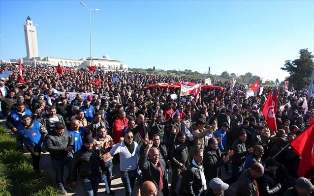 Διαδήλωση εκατοντάδων αστυνομικών στην Τυνησία